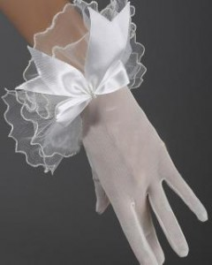big 20110521132333547460 240x300 Wedding gloves are important in the wedding